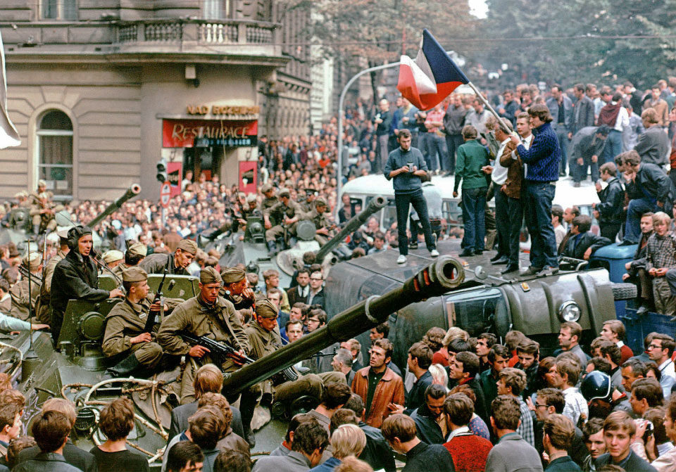 Prague residents surround Soviet tanks in front of the Czechoslovak Radio station building in central Prague during the first day of Soviet-led invasion to then Czechoslovakia on August 21, 1968. REUTERS/Libor Hajsky
