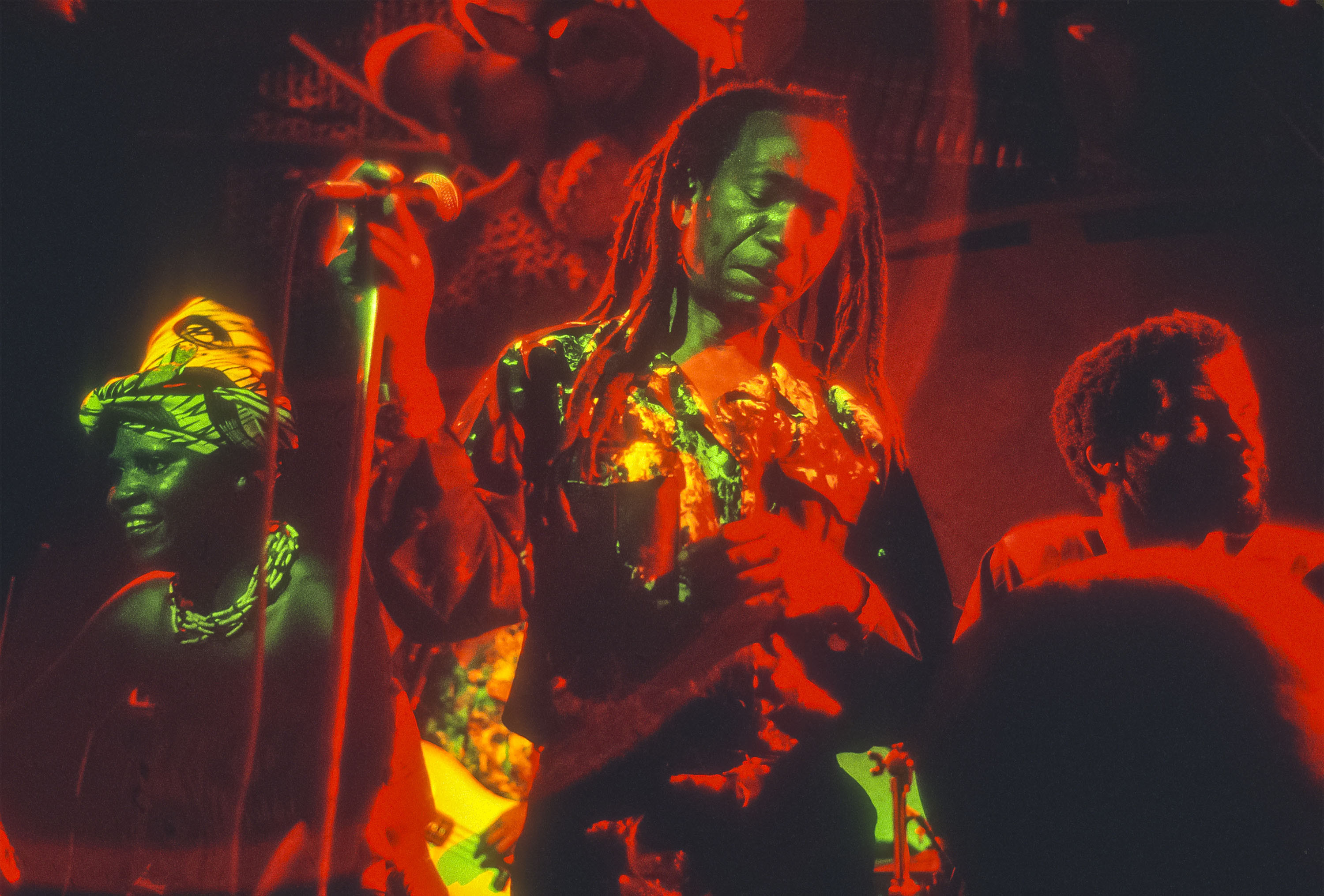 Zimbabwean musician Thomas Mapfumo performs, with his band the Blacks Unlimited, on stage at the nightclub S.O.B.'s, New York, New York, September 27, 1989. (Photo by Jack Vartoogian/Getty Images)