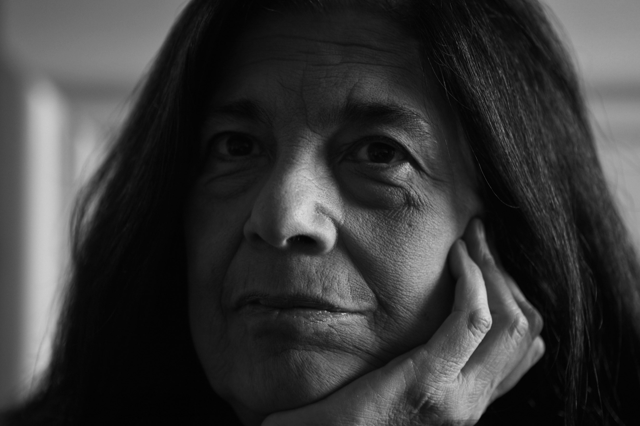 12 March 2004: American writer and philosopher Susan Sontag photographed in Johannesburg at the house of author Nadine Gordimer. (Photograph by James Oatway)