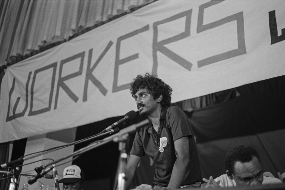 1985: Jay Naidoo, first General Secretary of the Congress of South African Trade Unions (COSATU), at its launch in Durban. (Photograph by Paul Weinberg / South Photos / Africa Media Online)