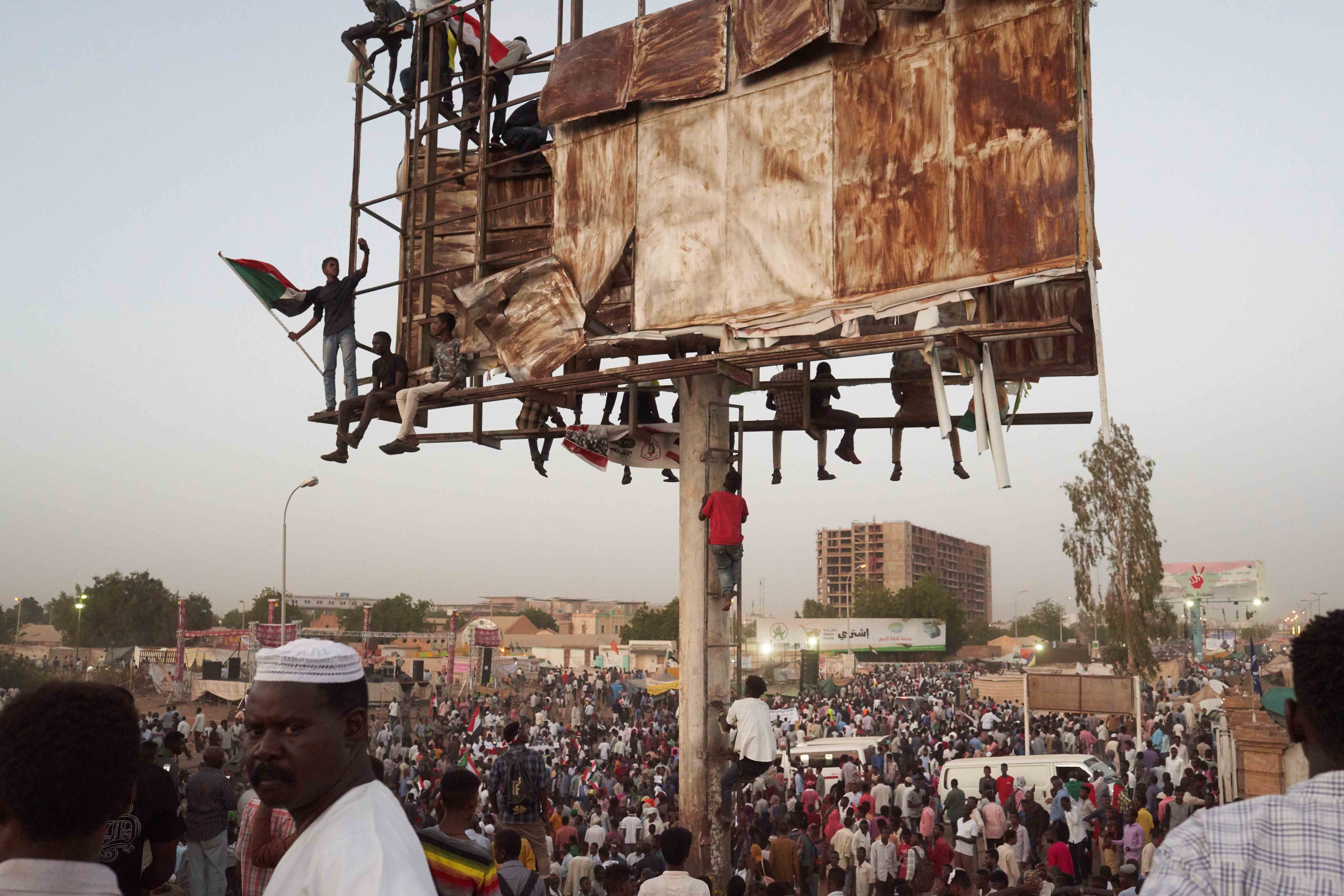 2 May 2019: Protesters pour into a sit-in in Khartoum, Sudan, around sunset. Starting at different sites in Omdurman, Khartoum and Bahri, protesters made their way to the sit-in throughout the afternoon. (Photograph by David Degner/Getty Images)