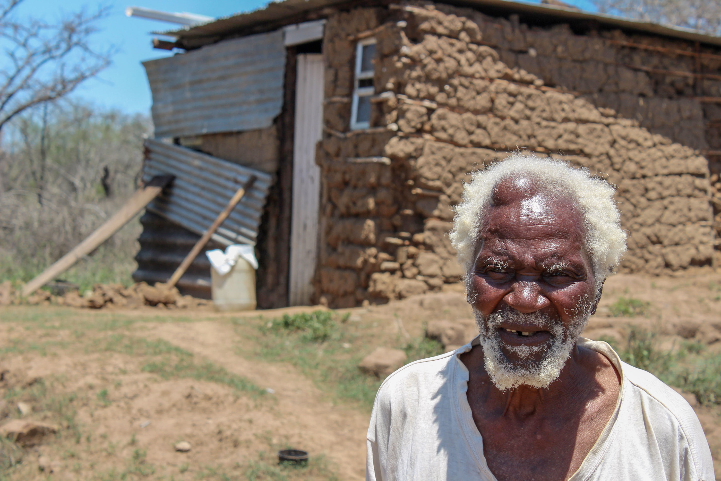 December 2015: Zabalaza Mshengu outside his home on Edmore Farm. Mshengu died on 13 August 2018 before this year's court ruling in July. (Photograph by the Association for Rural Advancement)
