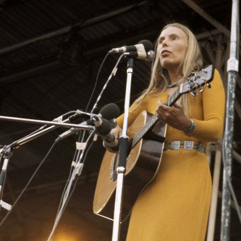 29 August 1970: Singer-songwriter Joni Mitchell performing at the Isle of Wight Festival. (Photograph by Tony Russell/Redferns)