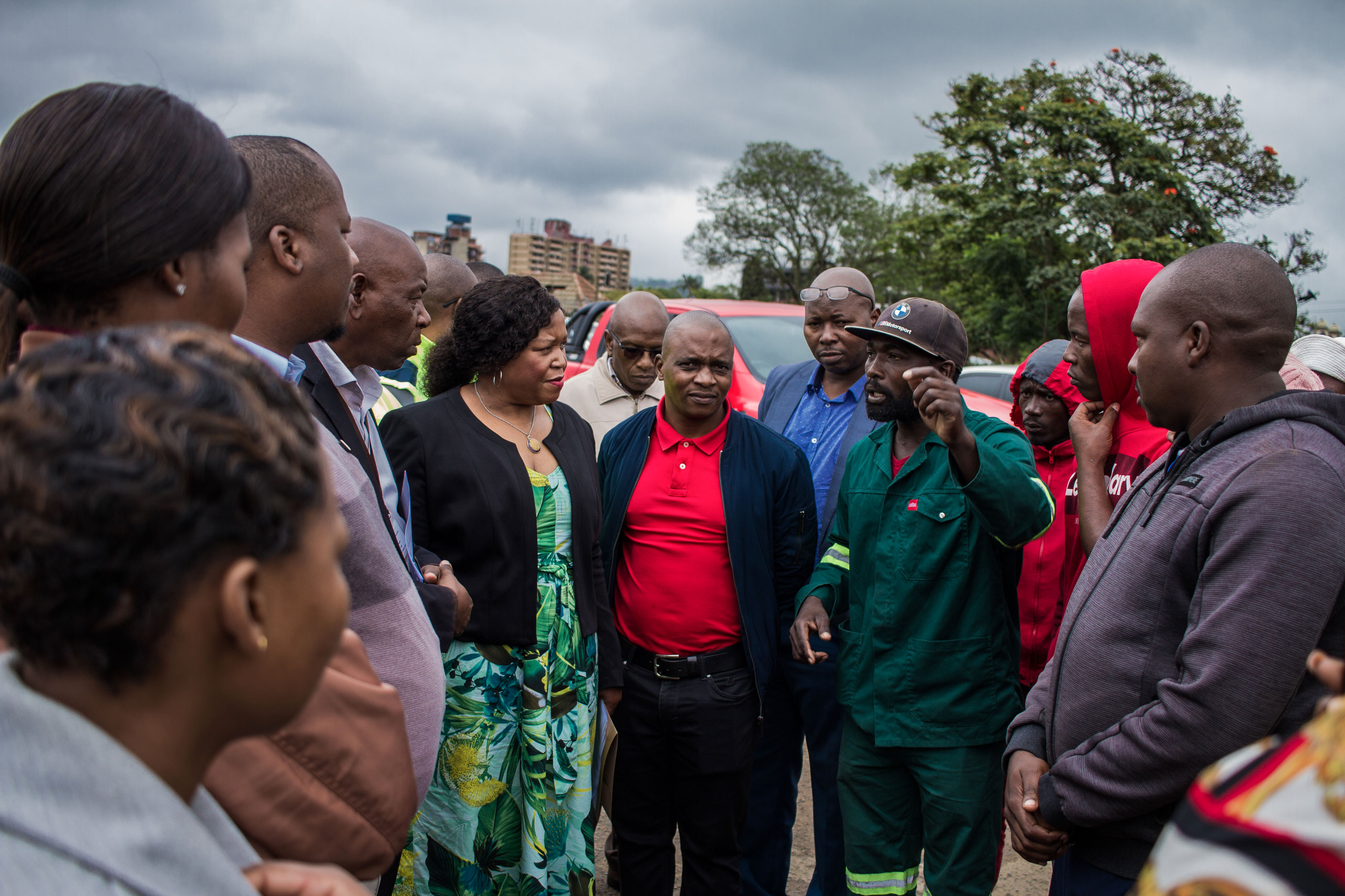 9 December 2019: Jika Joe residents talking to government officials in the wake of the fire.