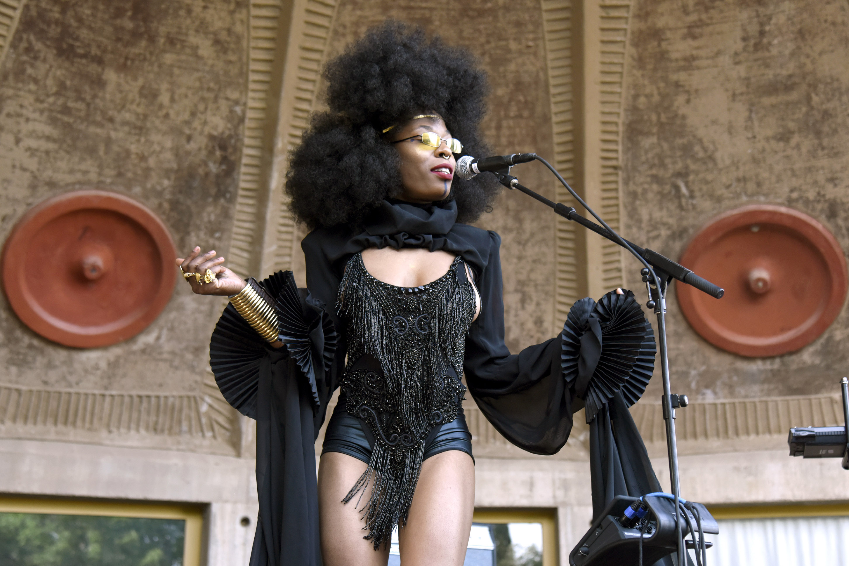 11 May 2018: Sudan Archives performing during the Form music festival in Arcosanti, Arizona, in the United States. (Photograph by Tim Mosenfelder/Getty Images)