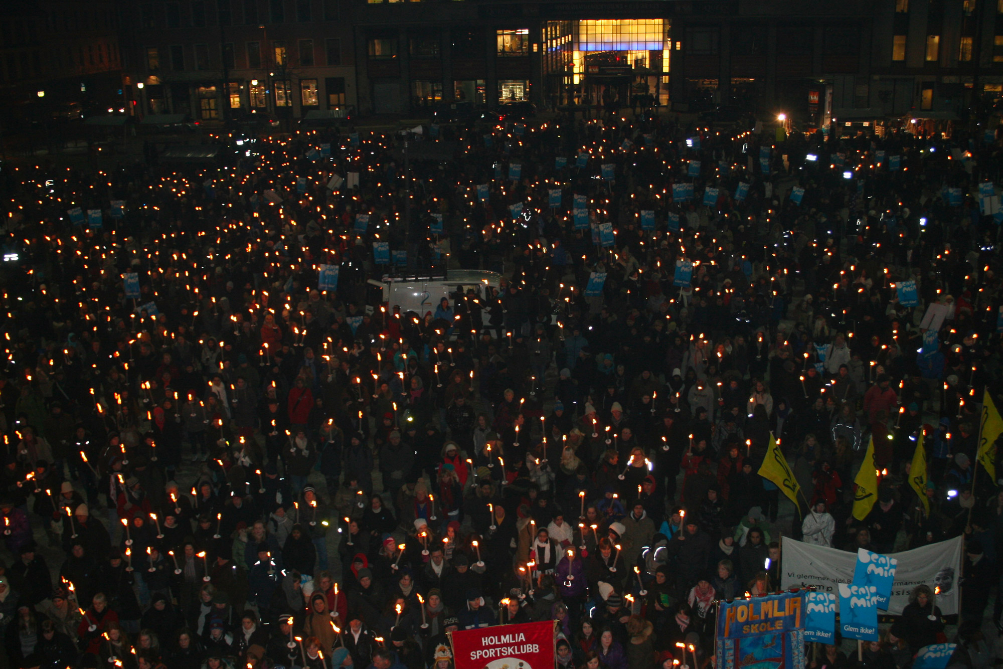 26 January 2011: A torchlight procession in Youngstorget, Oslo, in memory of Benjamin Hermansen on the 10th anniversary of his death. (Photograph by Rødt nytt , Wikimedia Commons, licensed under the Creative Commons Attribution-Share Alike 2.0 Generic licence)
