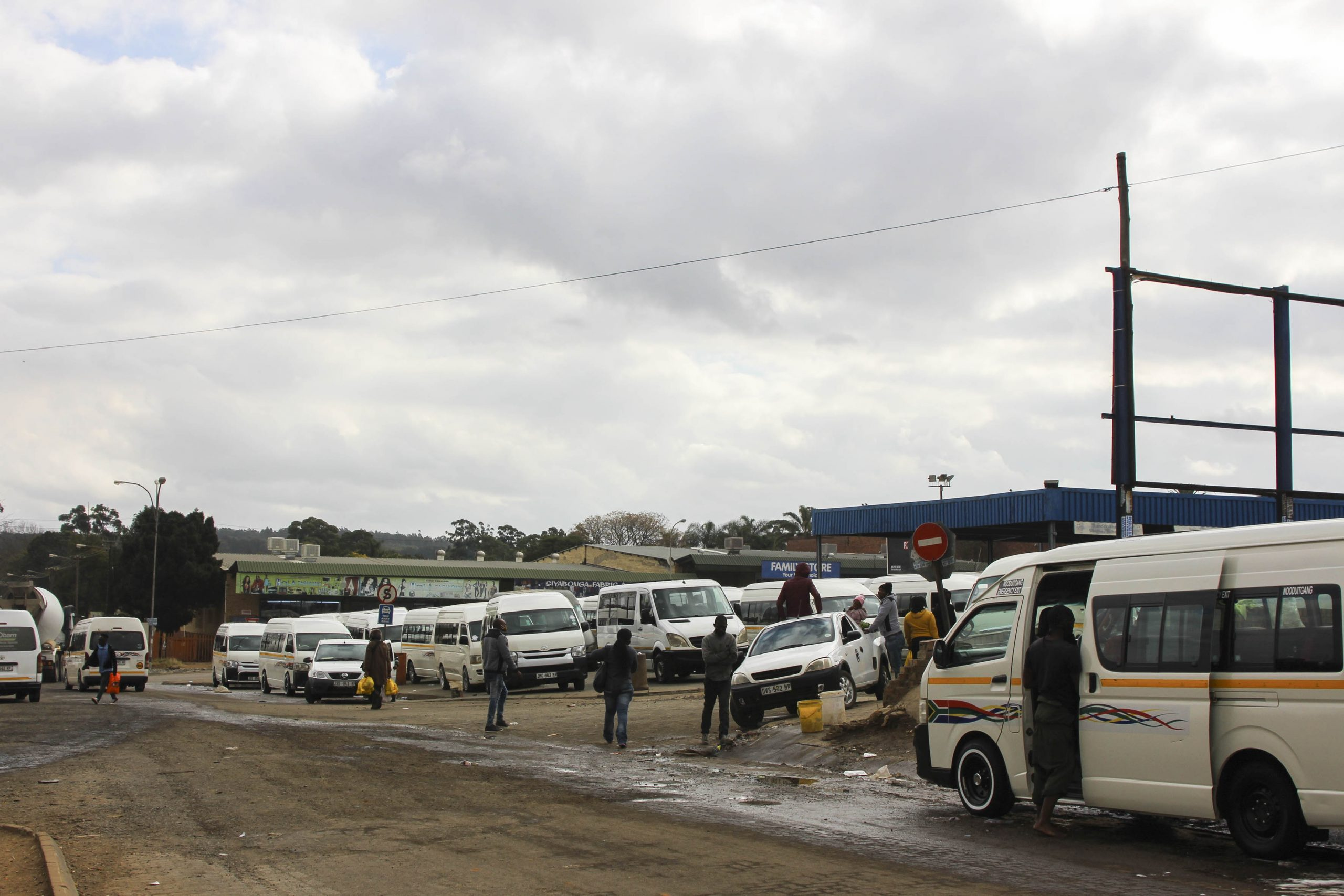 8 June 2020: Taxis stand ready to take passengers to various destinations in Mkhondo and surrounding villages, while others prepare for long-distance trips to provinces such as KwaZulu-Natal and Gauteng. (Photograph by Magnificent Mndebele)