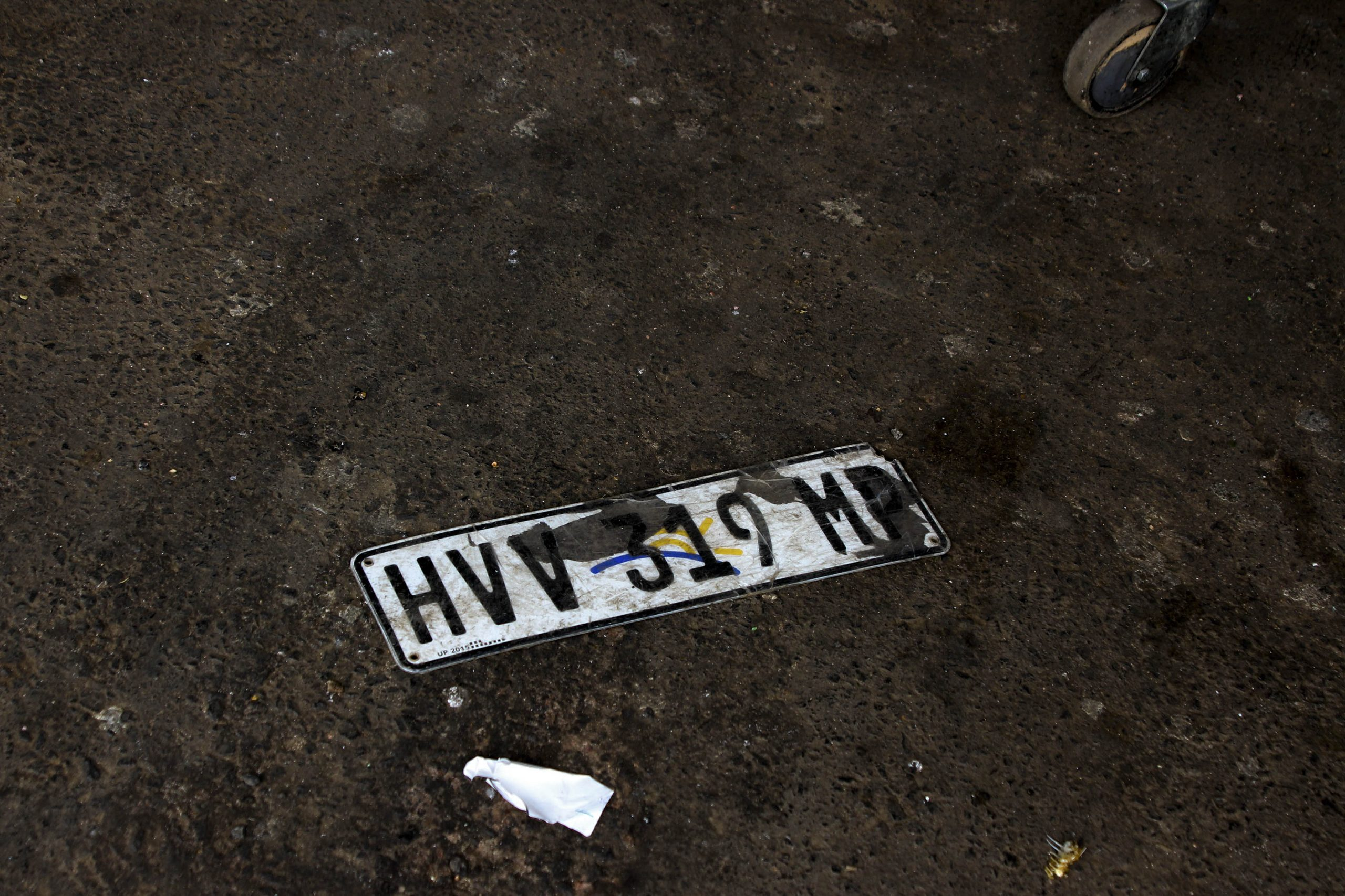 8 June 2020: A discarded number plate lies on the ground at the taxi rank in Mkhondo. (Photograph by Magnificent Mndebele)