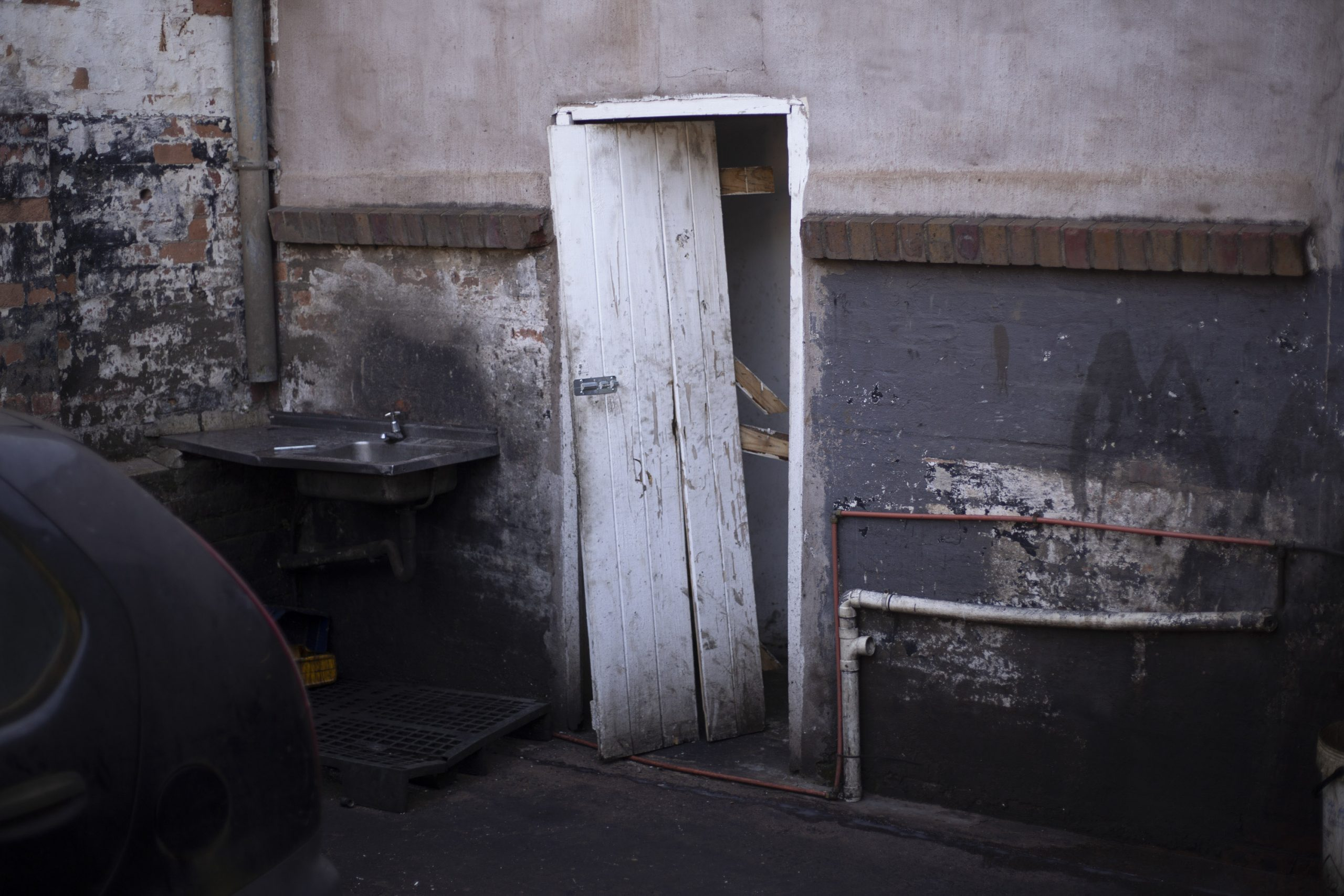 16 July 2020: A police officer in plain clothes is alleged to have shot his way out of his hiding place in a bathroom at the back of a car repair workshop in Pietermaritzburg.