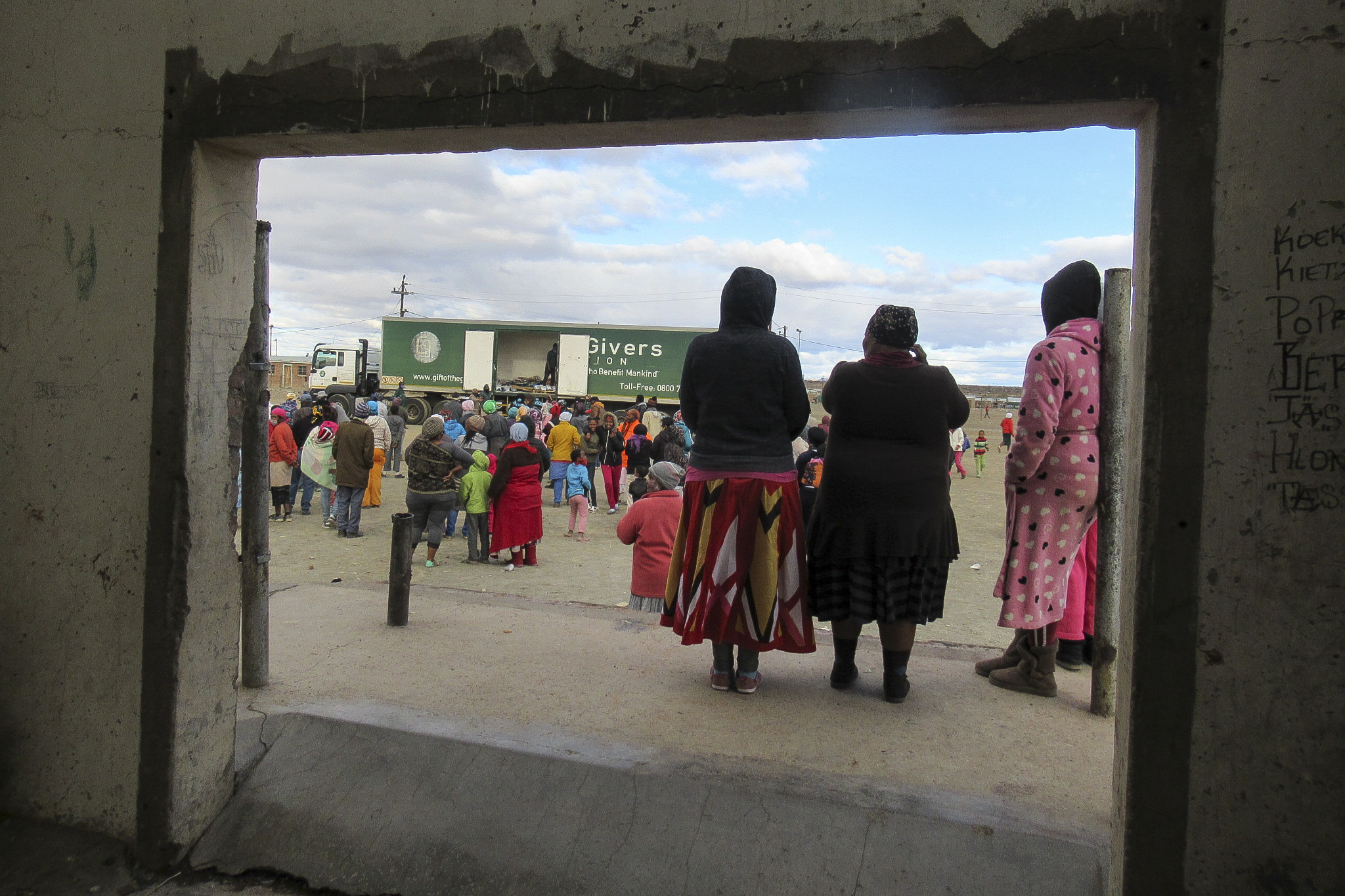 5 August 2020: Klipplaat residents wait for food parcels. For many, it is the first food relief they have received since the start of the Covid-19 lockdown.