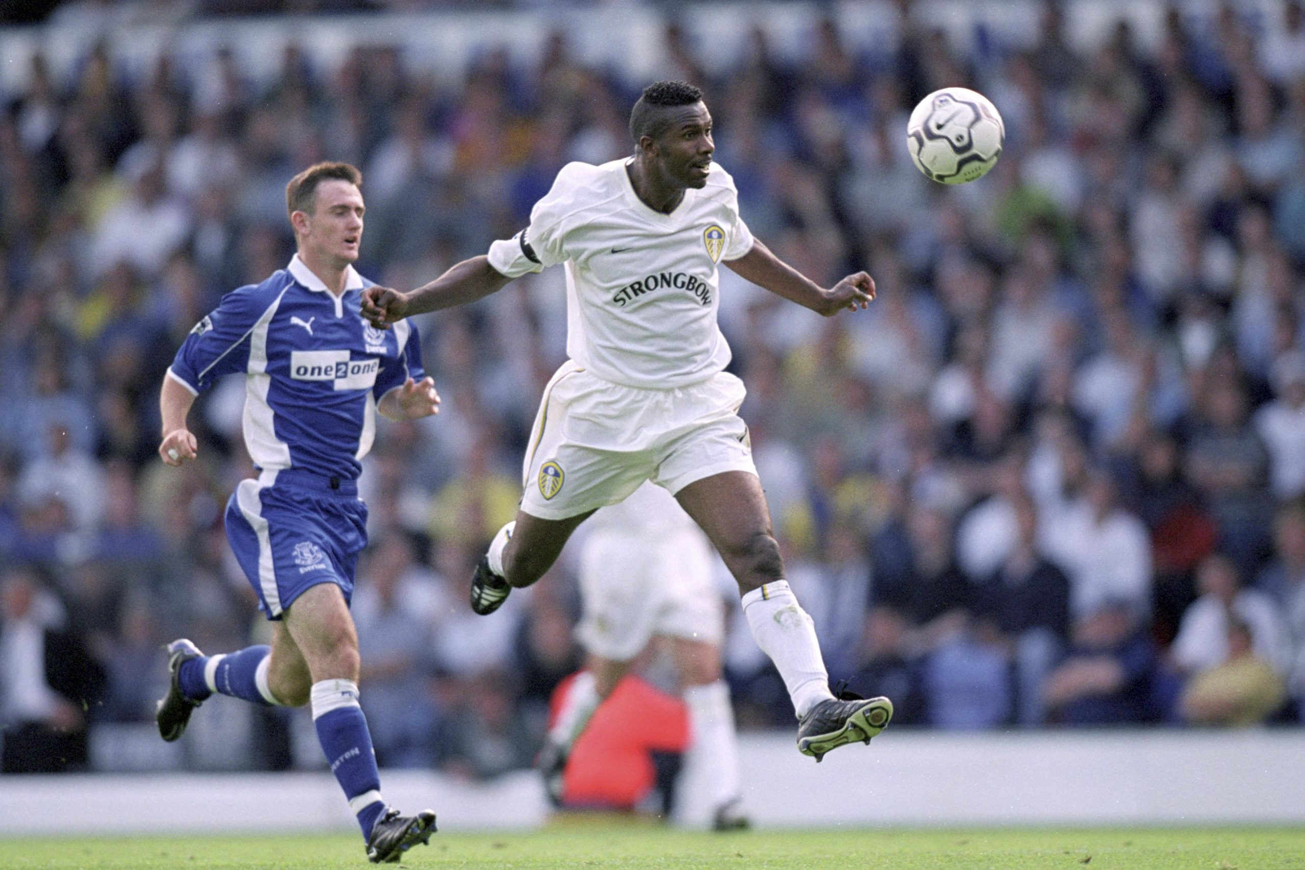 19 Aug 2000: Lucas Radebe of Leeds United heads away from Francis Jeffers of Everton during the FA Carling Premiership match at Elland Road in Leeds, England. (Photograph by Michael Steele/ Allsport)