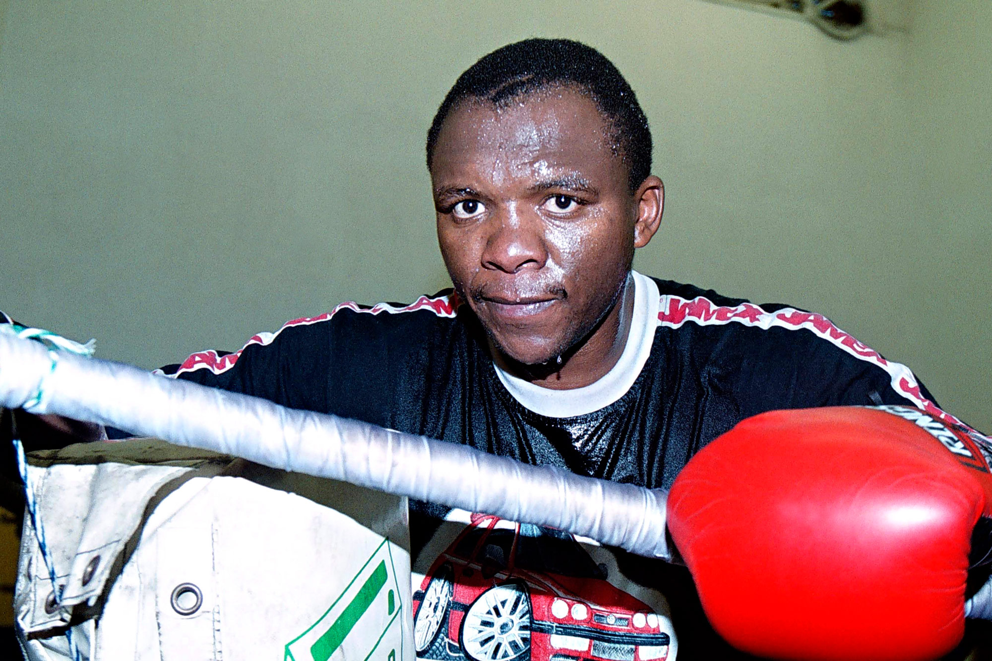 """8 March 2006: South African middleweight boxing legend Dingaan """"The Rose of Soweto"""" Thobela. (Photograph by Media24/ Gallo)"""