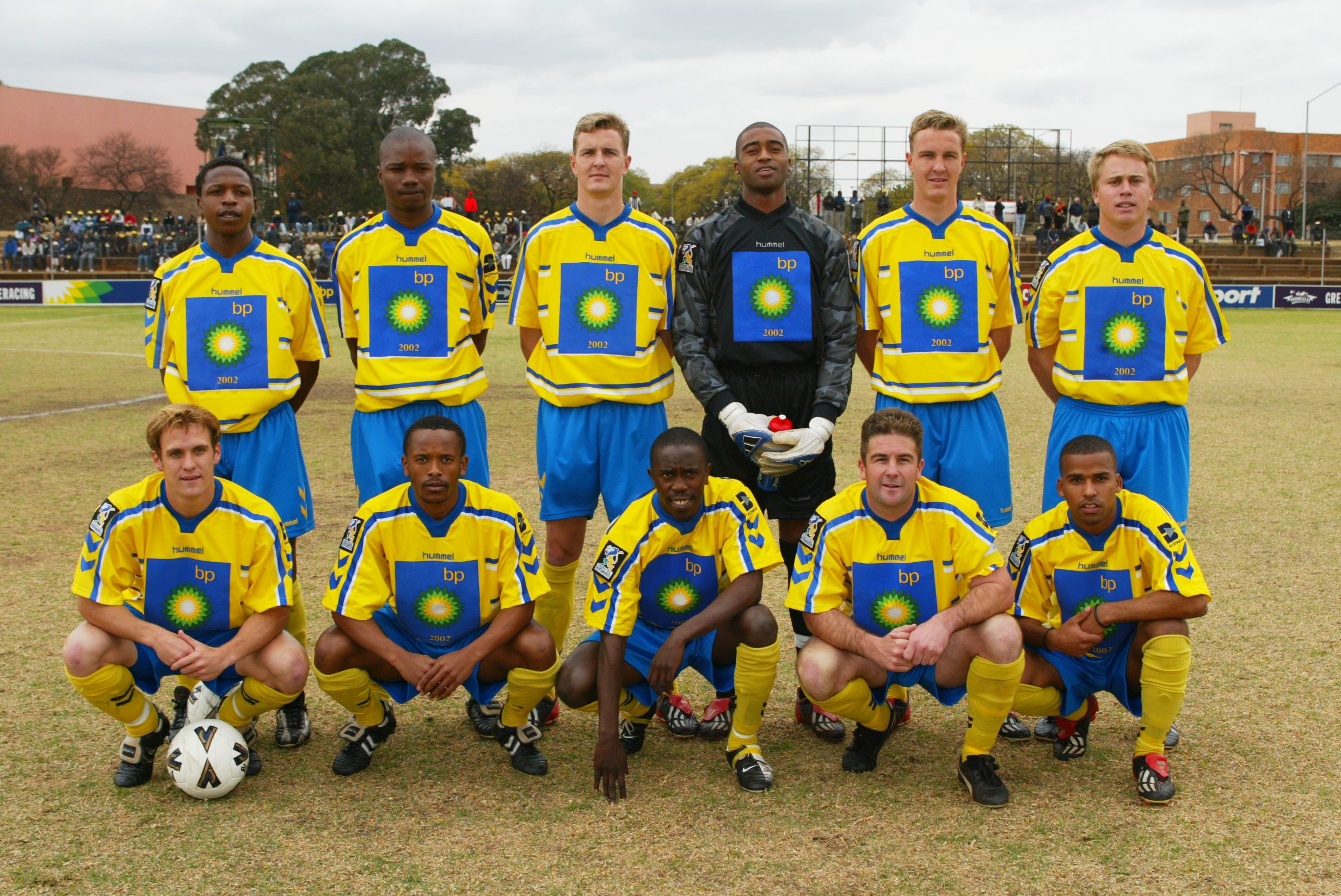 17 August 2002: Back, from left, Wits University players Charles Yohane, Kagiso Denge, Ivan Winstanley, Wayne Roberts, Neil Winstanley and Gordon Ewen. Front, from left, Ryan Hodgskin, Ashley Makhanya, Gerald Modabi, Roan Maulgue and Leonard Casner. (Photograph © Gallo Images)