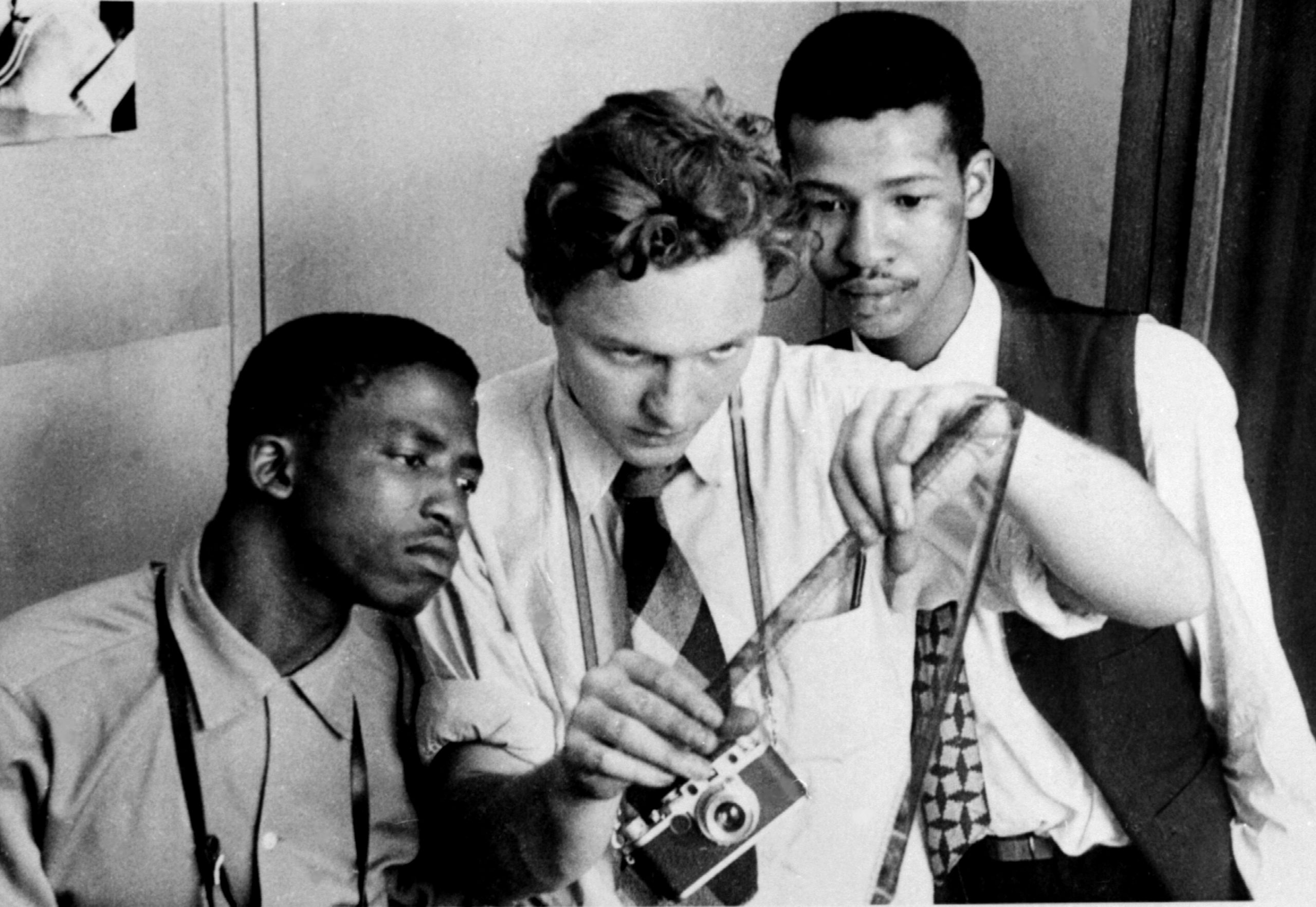Circa 1956: From left, Peter Magubane, Jürgen Schadeberg and Bob Gosani at the Drum offices, where Schadeberg helped train young black photographers. (Photograph courtesy of the Jürgen Schadeberg estate)